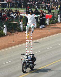 Stunt on Rajpath by CRPF lady motorbike